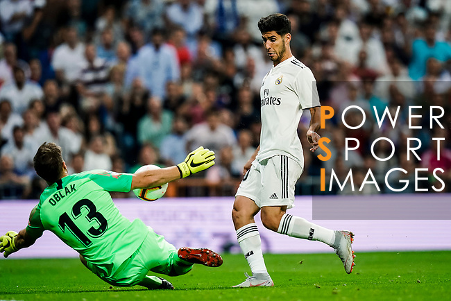 Marco Asensio of Real Madrid (R) attempts a kick while being defended by Goalkeeper Jan Oblak of Atletico de Madrid (L) during their La Liga  2018-19 match between Real Madrid CF and Atletico de Madrid at Santiago Bernabeu on September 29 2018 in Madrid, Spain. Photo by Diego Souto / Power Sport Images