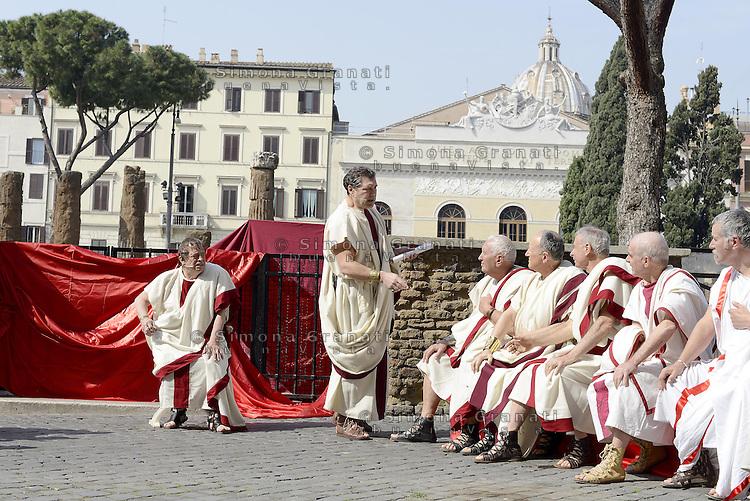 Roma, 15 Marzo 2014<br /> Rievocazione  storica del Gruppo storico romano, che  evoca, nello stesso posto e alla stessa ora, il tragico assassinio presso l'Area Sacra di largo di Torre Argentina delle  Idi di Marzo, che  il 15 del mese, del 44 avanti Cristo,  veniva assassinato Gaio Giulio Cesare, per mano di un gruppo di congiurati con a capo Bruto, suo figlio adottivo. <br /> Ides of March, a reenactment<br /> Reenactment Group Roman historian, evoking, in the same place and at the same time, the tragic murder at the Area Sacra di Torre Argentina Ides of March, the 15th of the month, by 44 BC, Gaius was murdered Julius Caesar at the hands of a group of conspirators led by Brutus, his adopted son.