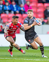 Picture by Allan McKenzie/SWpix.com - 26/04/2018 - Rugby League - Betfred Super League - Salford Red Devils v St Helens - AJ Bell Stadium, Salford, England - Tommy Makinson evades Greg Johnson.