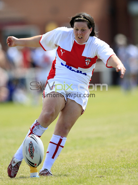 Pix: Chris Mangnall/SWpix.com, Rugby League, Women's International. 13/07/08. England Women v France Women @ Widnes RUFC....picture copyright>>Simon Wilkinson>>07811267 706>>....England's Andrea Dobson