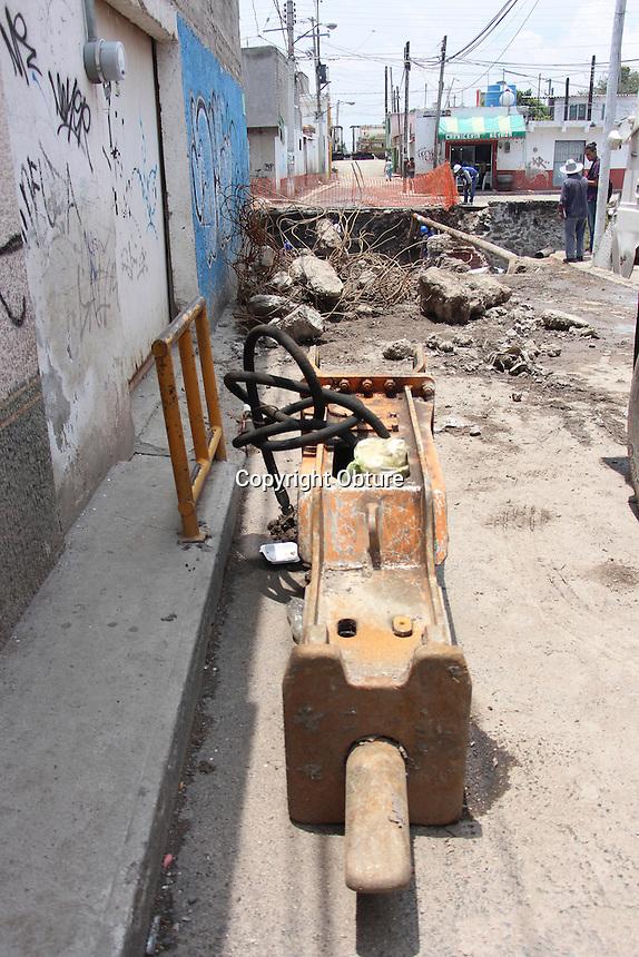 Querétaro, Querétaro. 11 de julio de 2016.  Querétaro, Querétaro. 11 de julio de 2016.- Aspectos de la demolición del puente de Santa María Magdalena.