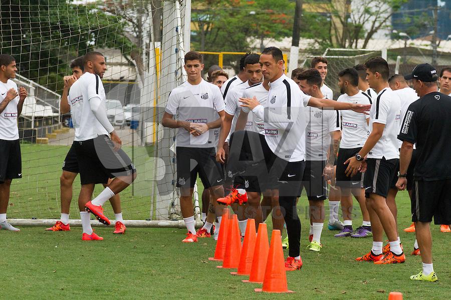 SANTOS, SP, 24.11.2015 - FUTEBOL-SANTOS - Ricardo Oliveira do Santos durante sessão de treinamento no Centro de Treinamento Rei Pelé nesta terça-feira, 24. (Foto: Flavio Hopp / Brazil Photo Press)