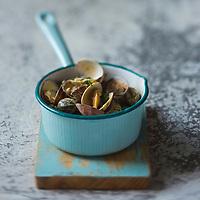 Gastronomie générale:  Cuisson des Palourdes - Stylisme : Valérie LHOMME