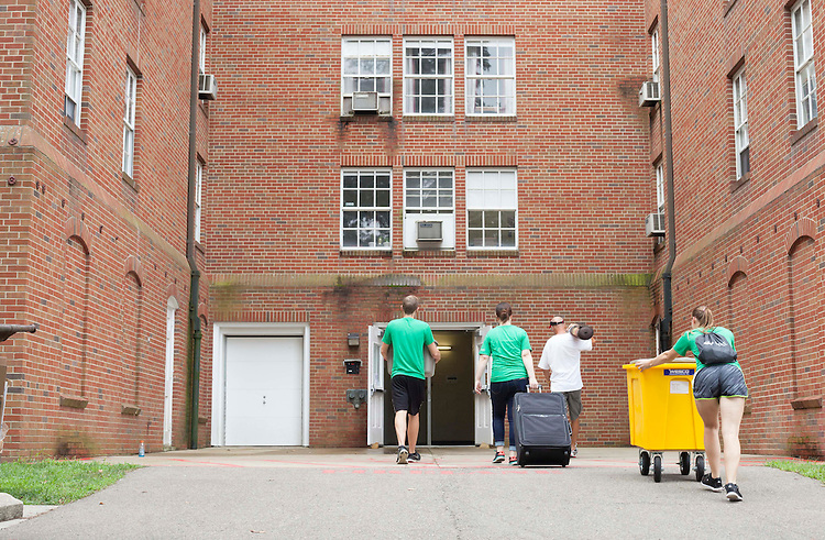 Go Green volunteers help a student move into Atkinson Hall on Friday, August 19, 2016. © Ohio University / Photo by Kaitlin Owens