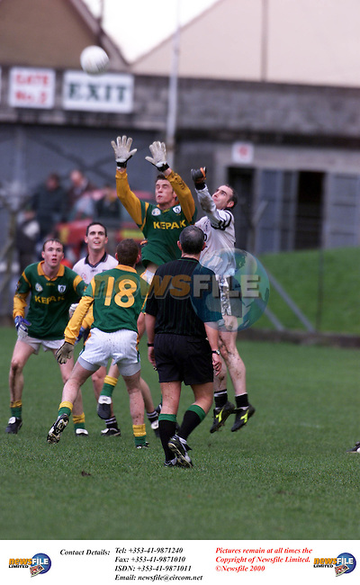 Meaths Nigel Crawford goes for the ball against Sligo in parc Tailteann Navan.Pic Fran Caffrey Newsfile.©Newsfile Ltd.