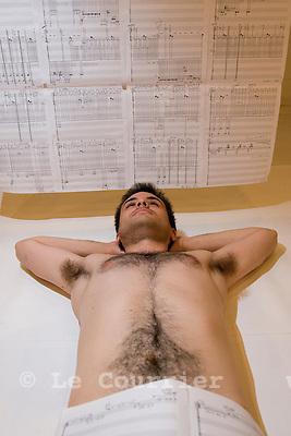 """Genève, le 26.05.2009.Brice Catherin, Comedien et musicien  dans """" Opus 40 centimètre """".© Le Courrier / J.-P. Di Silvestro"""