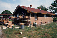 1995 May 01..Assisted Housing..Oakleaf Forest...Oakleaf Modernization.Bungalos after w/ res workers - See Pictak 12:4 for before...NEG#.NRHA#..HOUSING:ComGrant  12:12