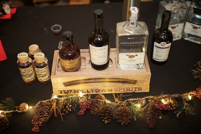 Queens, NY - November 19, 2016: The annual Dizzy Fizz Holiday Spirits Bazaar at the Astor Center in NoHo.<br /> <br /> CREDIT: Clay Williams for Dizzy Fizz.<br /> <br /> &copy; Clay Williams / claywilliamsphoto.com
