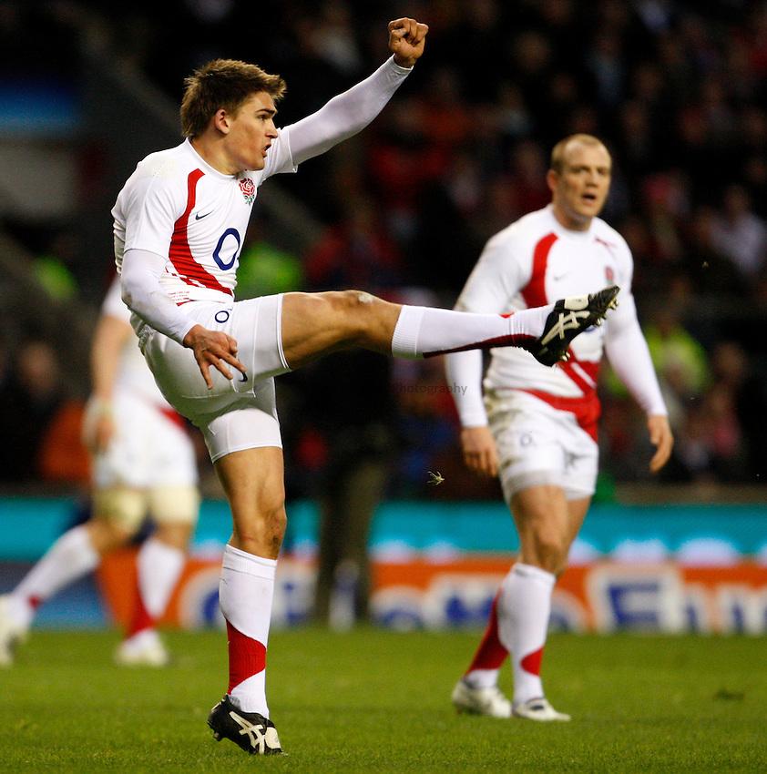 Photo: Richard Lane/Richard Lane Photography. ..England v Wales. RBS Six Nations. 02/02/2008. England's Toby Flood kicks.