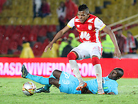 BOGOTÁ -COLOMBIA, 7-NOVIEMBRE-2015. Almir Soto jugador del  Independiente Santa Fe disputa el balon con Marlos Moreno del  Atletico Nacional por la fecha 19 de la Liga Aguila II 2015 jugado en el estadio Nemesio Camacho El Campín de la ciudad de Bogotá./ Almir Soto player of Independiente Santa Fe fights the ball against Marlos Moreno player of Atletico Nacional  of the match between Independiente Santa Fe and Atletico Nacional for the date 19 of the Aguila League II 2015 played at Nemesio Camacho El Campin stadium in Bogotá city. Photo: VizzorImage / Felipe Caicedo / Staff