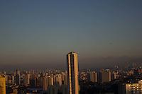 SAO PAULO, SP, 20/08/2012, CLIMA TEMPO. A Segunda-feira amanheceu com céu aberto, o ar continua seco, não existe previsão de chuva. Luiz Guarnieri/ Brazil Photo Press