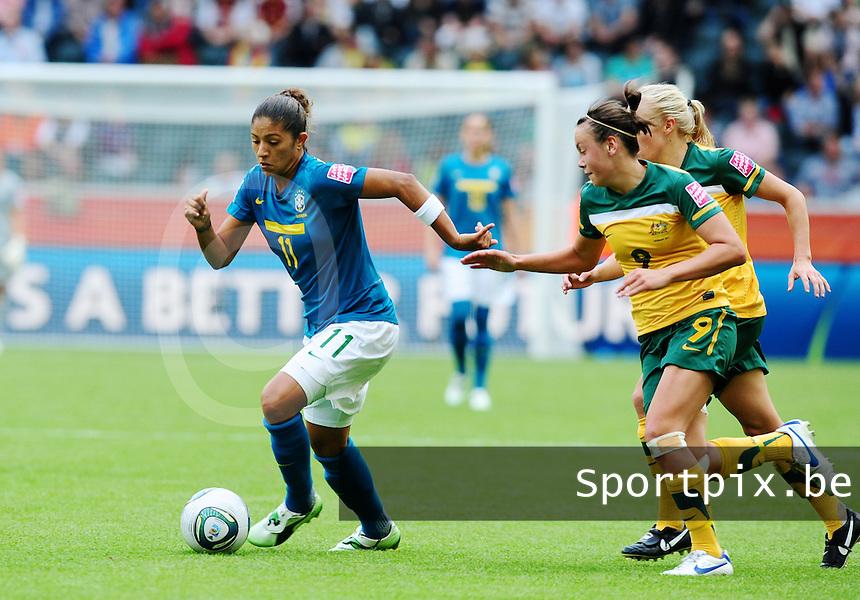 Fifa Women's World Cup Germany 2011 : Brazil - Australia  at Borussia - Park in Munchengladbach : Cristiane aan de bal voor Caitlin Foord en Tameka Butt(achter)..foto DAVID CATRY / Vrouwenteam.be