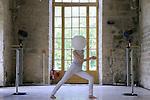 WHITE SPIRIT..Chorégraphie: Sylvia Hillard..Compositeur : Jean-François Laporte (Canada)..Lieu: Fondation Royaumont..Ville : Asnière sur Oise..le 07/09/2011..© Laurent Paillier / photosdedanse.com..All rights reserved