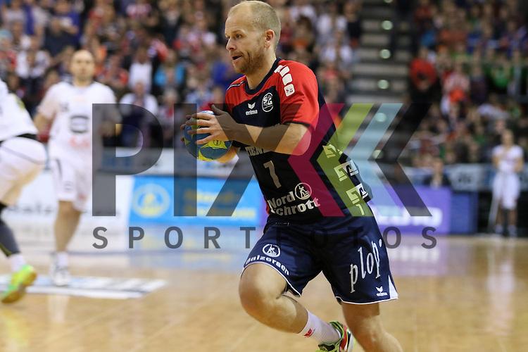 Flensburg, 05.04.2015, Sport, Handball, DKB Handball Bundesliga, Saison 2014/2015, GWD Minden - SG Flensburg-Handewitt : Anders Eggert (SG Flensburg-Handewitt, #7)<br /> <br /> Foto &copy; P-I-X.org *** Foto ist honorarpflichtig! *** Auf Anfrage in hoeherer Qualitaet/Aufloesung. Belegexemplar erbeten. Veroeffentlichung ausschliesslich fuer journalistisch-publizistische Zwecke. For editorial use only.