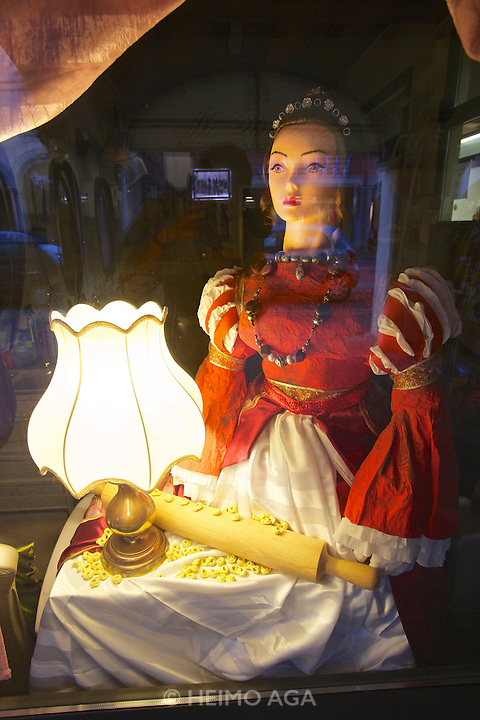 Castelfranco Emilia, Festa di San Nicola - Sagra del Tortellino (Tortellini Festival).<br /> Shop window decoration.