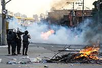 SÃO PAULO,SP,21.07.14 - PROTESTO MORTE FAVELA VILA PRIUDENTE. Moradores da Favela de vila prudente na zona leste protestam contra a morte de duas pessoas.(Foto Ale Vianna/Brazil Photo Brazil Press).