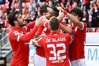 celebrate the goal, Torjubel zum 1:1 Ausgleich von Jhon Cordoba (1. FSV Mainz 05) mit Levin Öztunali (1. FSV Mainz 05), Giulio Donati (1. FSV Mainz 05), Pablo de Blasis (1. FSV Mainz 05), Gaetan Bussmann (1. FSV Mainz 05) - 04.03.2017: 1. FSV Mainz 05 vs. VfL Wolfsburg, Opel Arena