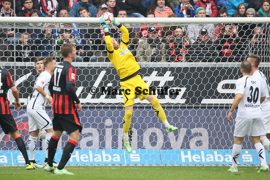 Lukas Kruse (Paderborn) haelt - Eintracht Frankfurt vs. SC Paderborn 07, Commerzbank Arena