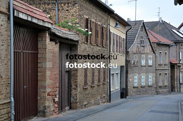 Blick durch die Hauptstraße von Biebelsheim