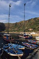 Europe/Italie/Calabre/Baganara : Bateaux de pêche à l'espadon sur le port