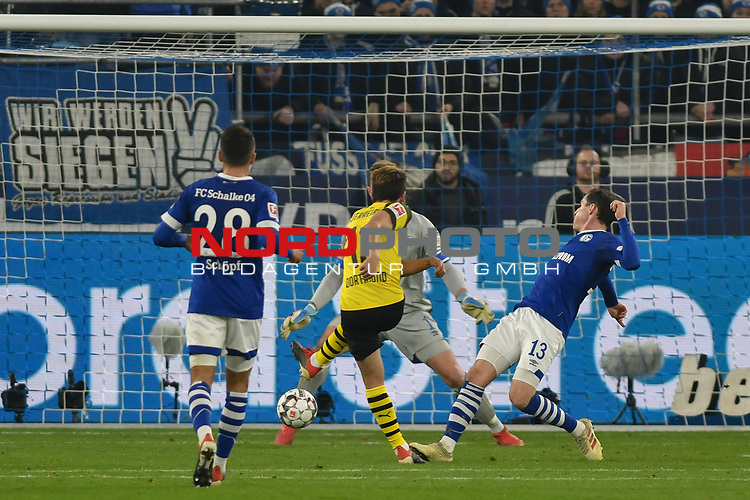 08.12.2018, Veltins-Arena, Gelsenkirchen, GER, 1. FBL, FC Schalke 04 vs. Borussia Dortmund, DFL regulations prohibit any use of photographs as image sequences and/or quasi-video<br /> <br /> im Bild Strafraumszene . Torchance von Raphael Guerreiro (#13, Borussia Dortmund) <br /> <br /> Foto &copy; nordphoto/Mauelshagen