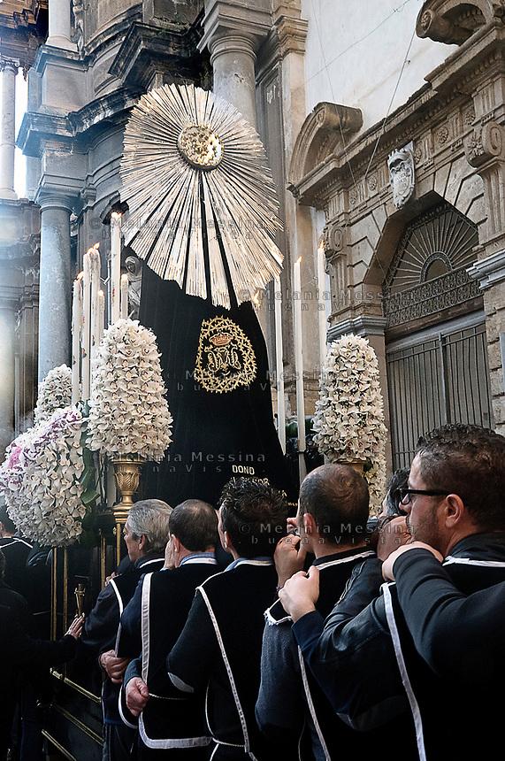 Celebrazione dei riti pasquali nel  centro storico di Palermo, bambino della confraternita<br /> <br /> Celebration of Holy Week in  historic center in Palermo
