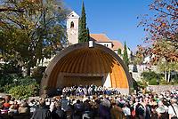 Italien, Suedtirol, bei Meran, Schenna: Ortszentrum, Kurkonzert   Italy, South Tyrol, Alto Adige, near Merano, Scena: village centre, spa concert