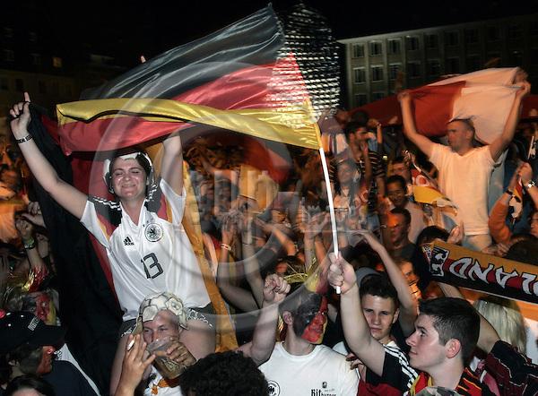 NÜRNBERG - GERMANY -- 14  JUNE 2006 -- FIFA Worldcup 2006. -- German supporters in Nuremberg celebrating the German  football team winning Poland 1-0.  -- PHOTO:  JUHA ROININEN / EUP-IMAGES