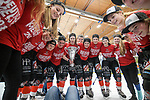 11.03.2018, Eissporthalle, Memmingen, DFEL, ECDC Memmingen ist Deutscher Meister, im Bild Marina Swikull (Memmingen, #18) mit Pokal<br /> <br /> Foto &copy; nordphoto / Hafner