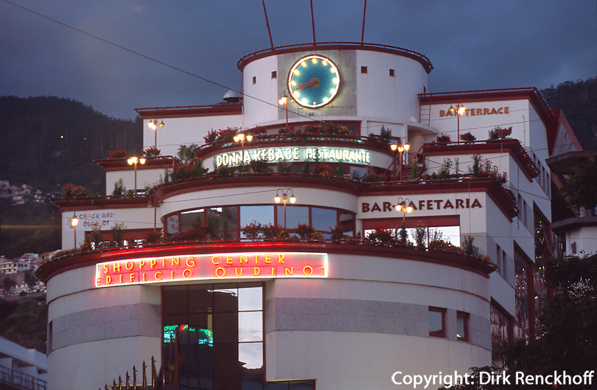 Portugal, Madeira, Einkaufszentrum beim Markt in Funchal