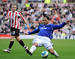 Sunderland's Grant Leadbitter and Everton's Jolean Lescott. during the Premier League match at the Stadium of Light, Sunderland. Picture date 9th March 2008. Picture credit should read: Richard Lee/Sportimage