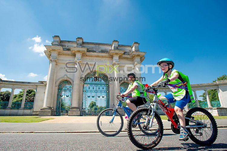 Picture by Allan McKenzie/SWpix.com - 18/06/2017 - Commercial - Cricket - British Cycling HSBC City Ride - Nottingham, England - Riders riding the route pass in front of the war memorial.