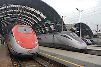 """- high-speed trains at Central Station in Milan, left the """"Red Arrow""""....- treni ad alta velocità alla Stazione Centrale di Milano, a sinistra la """"Freccia Rossa"""""""