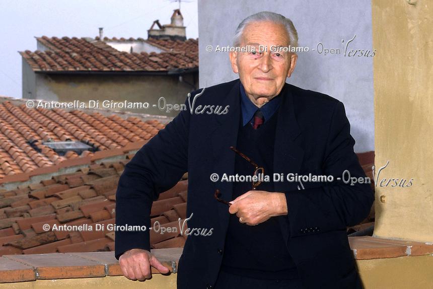 Giovanni Nencioni (Firenze; 1911 - Firenze; 3 maggio 2008) è stato un linguista italiano. È stato uno dei maggiori storici della lingua italiana. Giovanni Nencioni was an Italian linguist. He was one of the greatest historians of italian language...
