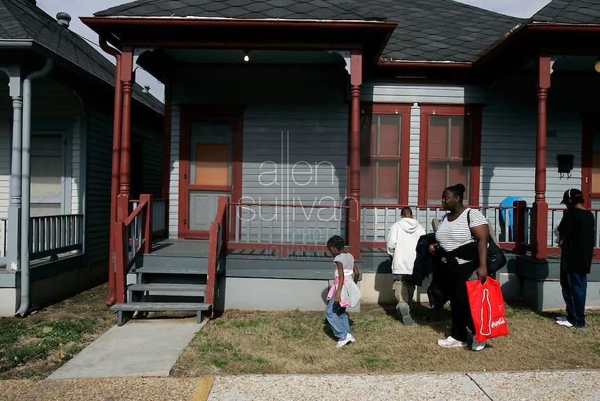 People visit shotgun houses on Auburn Avenue at the Martin Luther King Jr. National Historic Site.<br />