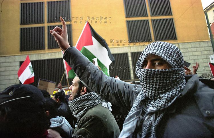 Milano, manifestazione contro l'attacco di Israele alla Striscia di Gaza --- Milan, demonstration against the attack of Israel to the Gaza Strip