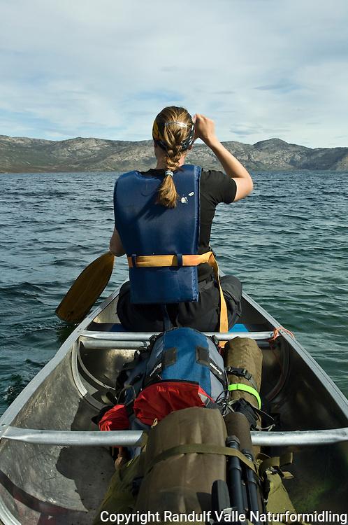 Dame padler kano ---- Girl in canoe