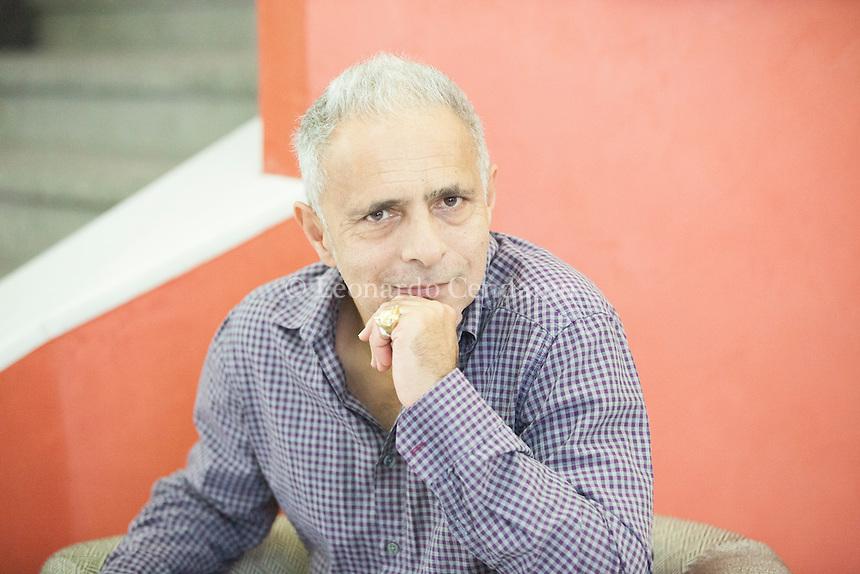 """Hanif Kureishi è un drammaturgo, sceneggiatore, scrittore e saggista britannico. È nato il 5 dicembre 1954 a Londra, da padre pakistano e madre inglese. Hanif Kureishi, CBE (born 5 December 1954) is an English playwright, screenwriter and filmmaker and novelist.[1] In 2008, The Times included Kureishi in their list of """"The 50 greatest British writers. Pordenone, 20 settembre 2014. © Leonardo Cendamo"""