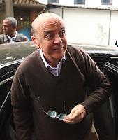 SAO PAULO, 28 DE AGOSTO DE 2012. ELEICOES 2012 - JOSE SERRA. O candidato do PSDB a prefeitura de Sao Paulo, Jose Serra, visita a Capela do Socorro na zona sul da capital Paulista. FOTO ADRIANA SPACA BRAZIL PHOO PRESS