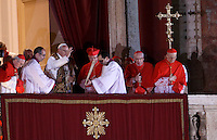 Il nuovo Papa Francesco benedice i fedeli dalla Loggia centrale della Basilica di San Pietro, Citta' del Vaticano, 13 marzo 2013. Il Cardinale argentino Jorge Mario Bergoglio, che ha scelto il nome di Papa Francesco, e' il 266esimo Pontefice della Chiesa Cattolica Romana eletto dai 115 cardinali del Conclave..Newly elected Pope Francis blesses faithful from the central balcony of St. Peter's Basilica at the Vatican, 13 March 2013. Argentine Cardinal Jorge Mario Bergoglio, who chose the name of Pope Francis, is the 266th pontiff of the Roman Catholic Church elected by a Conclave of 115 cardinals. .UPDATE IMAGES PRESS/Isabella Bonotto.STRICTLY ONLY FOR EDITORIAL USE -STRICTLY FOR EDITORIAL USE ONLY-