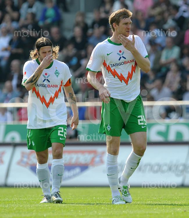 FUSSBALL   1. BUNDESLIGA   SAISON 2010/2010   31. Spieltag FC St. Pauli - SV Werder Bremen                            23.04.2011 Torsten FRINGS (li) und Per MERTESACKER (re, beide Werder Bremen)