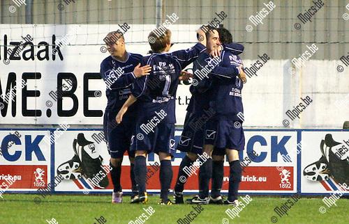 2010-09-18 / Seizoen 2010-2011 / Voetbal / Sint-Lenaarts - Heusden-Zolder / Vreugde bij de spelers van Heusden-Zolder na het 1-2 doelpunt..Foto: mpics