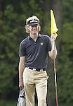 ARNHEM - Wil Besseling bewaakt de hole;  . Voorjaarswedstrijden Golf heren op de Rosendaelsche Golfclub COPYRIGHT KOEN SUYK