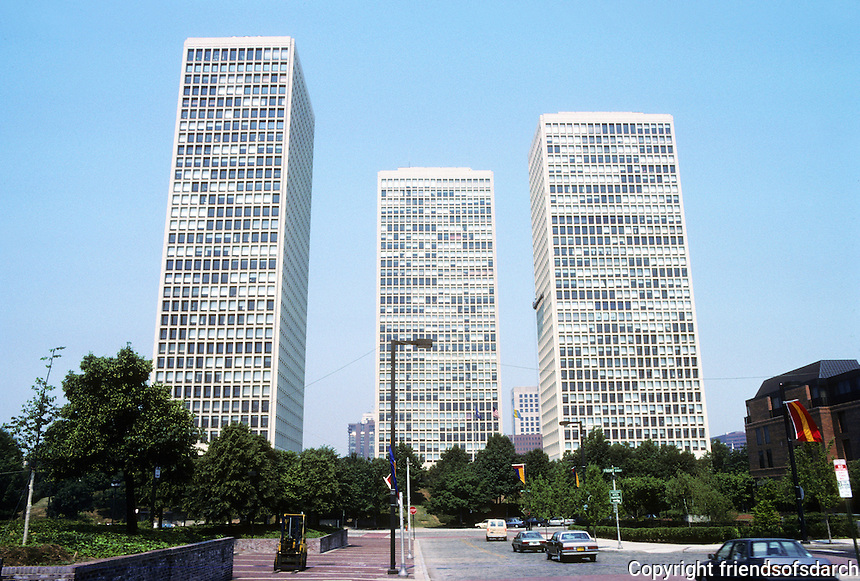 Philadelphia: Society Hill Towers, I.M.Pei  & Assoc., 1964. Photo '88.