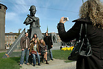 A passeggio per Torino. Piazza Castello...Walking in Turing. Castle square...October 2006 Ph. Marco Saroldi/Pho-to.it
