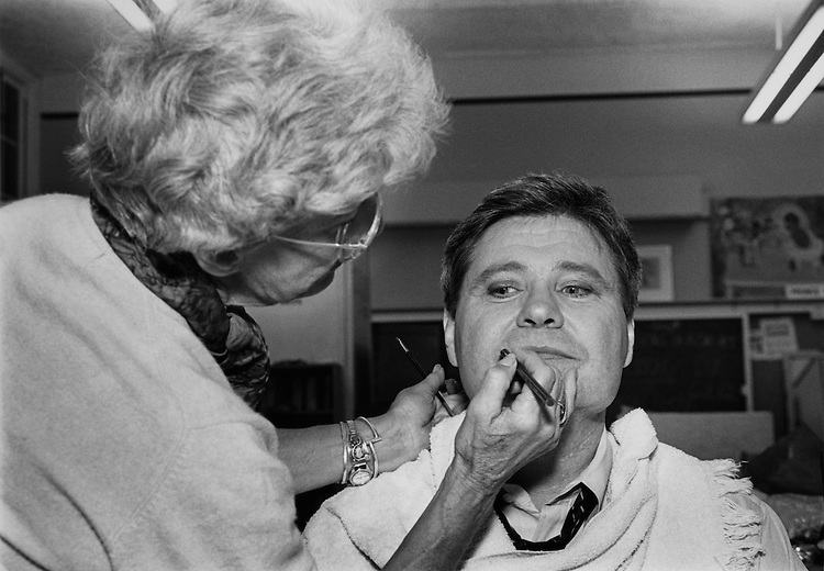 Make-up artist applying makeup to Rep. Ben Jones, D-Ga. March 26, 1990. (Photo by Laura Patterson/CQ Roll Call)