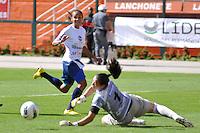 S&Atilde;O PAULO, SP, 10 DE JUNHO DE 2012 - FINAL DA COPA DO BRASIL DE FUTEBOL FEMININO: Lance durante partida S&atilde;o Jos&eacute; E.C. x Centro Olimpico, v&aacute;lida pela Final da Copa do Brasil de Futebol Feminino em jogo realizado na manh&atilde; deste <br /> <br /> domingo (10) no Est&aacute;dio do Pacaemb&uacute;. FOTO: LEVI BIANCO - BRAZIL PHOTO PRESS