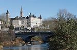 20080110 - France - Aquitaine - Pau<br /> LE CHATEAU DE PAU ET LE PARLEMENT DE NAVARRE VU DU PONT DU 14 JUILLET.<br /> Ref : PAU_027.jpg - © Philippe Noisette.