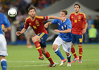 FUSSBALL  EUROPAMEISTERSCHAFT 2012   FINALE Spanien - Italien            01.07.2012 Xabi Alonso (li, Spanien) gegen Claudio Marchisio (re, Italien)