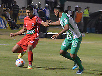 TUNJA - COLOMBIA - 15 - 02 - 2018: Santiago Roa (Izq.) jugador de Patriotas F. C., disputa el balón con Ricardo Delgado (Der.) jugador de Atletico Nacional, durante partido entre Patriotas FC y Atletico Nacional, de la fecha 3 por la Liga de Aguila I 2018 en el estadio La Independencia en la ciudad de Tunja. / Santiago Roa (L) of Patriotas F. C., figths the ball with Ricardo Delgado (R) player of Atletico Nacional, during a match between Patriotas F. C. and Atletico Nacional, of the date 3rd for the Liga de Aguila I 2018 at La Independencia stadium in Tunja city. Photo: VizzorImage  /  Jose Miguel Palencia / Cont. (Mejor Calidad Disponible / Best Quality Available)